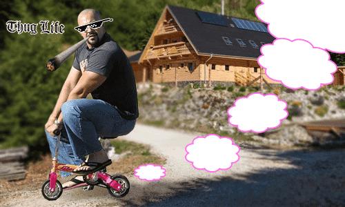 Veľký chlap ide na ukradnutom deckom bicykli niekam, nevie kam, nevie od kiaľ...