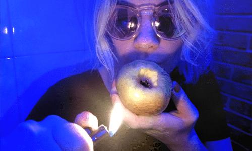 fajcenie marihuany cez jablko neon light