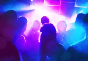 nocčný klub svetlá ľudia