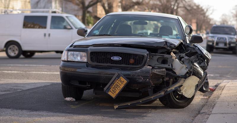 Dopravná nehoda - rozbité auto
